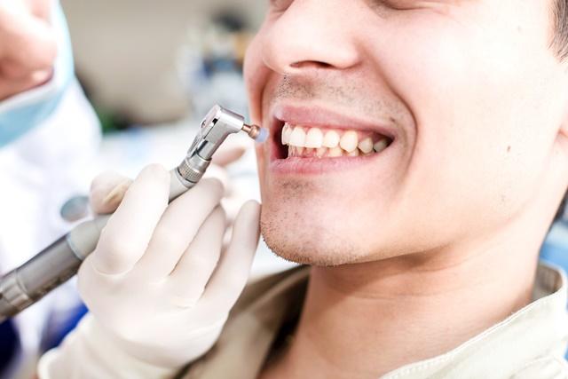 come si cura un dente cariato